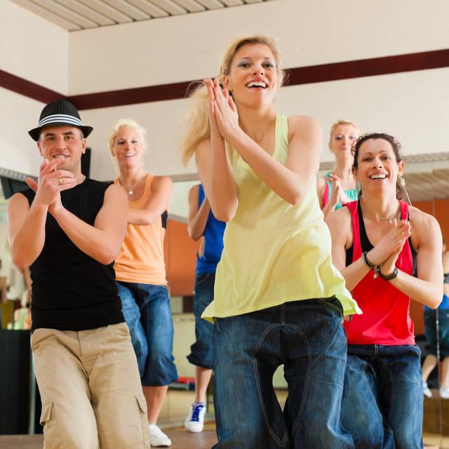 junge tanzende Menschen